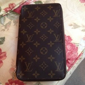 Louis Vuitton Clutches & Wallets - Authentic Louis Vuitton Organizer/Wallet