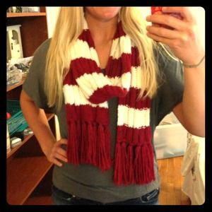 ✔❌ TRADED! Cute red and white striped scarf