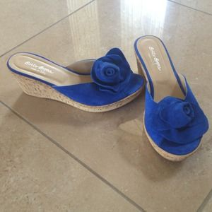 Sotto Sopra Shoes - Blue suede flower wedges