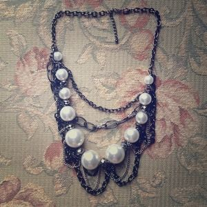 GORGEOUS chain and pearl statement necklace