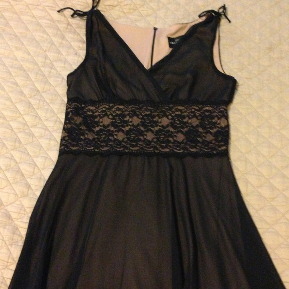 Connected apparel black dress