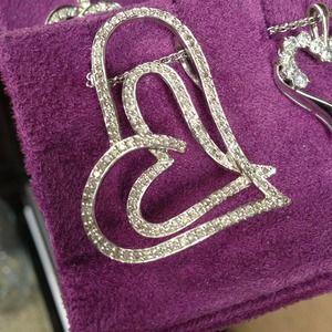14k white gold diamonds heart pendant.