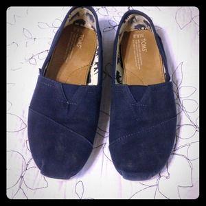 ❌✔Traded Lightly worn navy TOMS