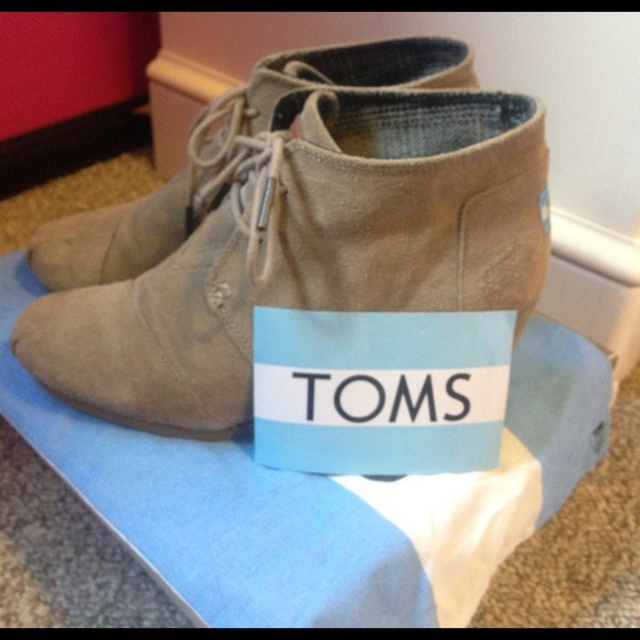 59c9f20a8e43 TOMS (Taupe Suede Women s Desert Wedges). M 51fedf0f6056d518f60007bc