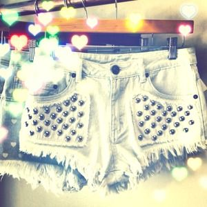 High waisted denim shorts with rivets