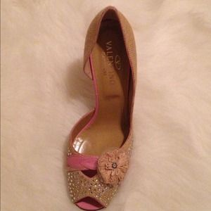 Never worn Valentino D'orsay pump.