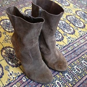 No 704b very rad 60's vibe suede booties