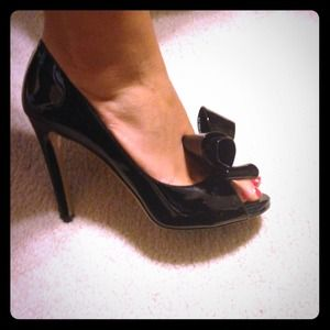 Valentino Shoes - PMEditor Shared Item! Valentino D'Orsay bow pumps