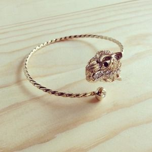 Jewelry - Tiger cuff - gold