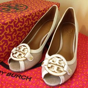 SOLD 💯Authentic Tory Burch💃