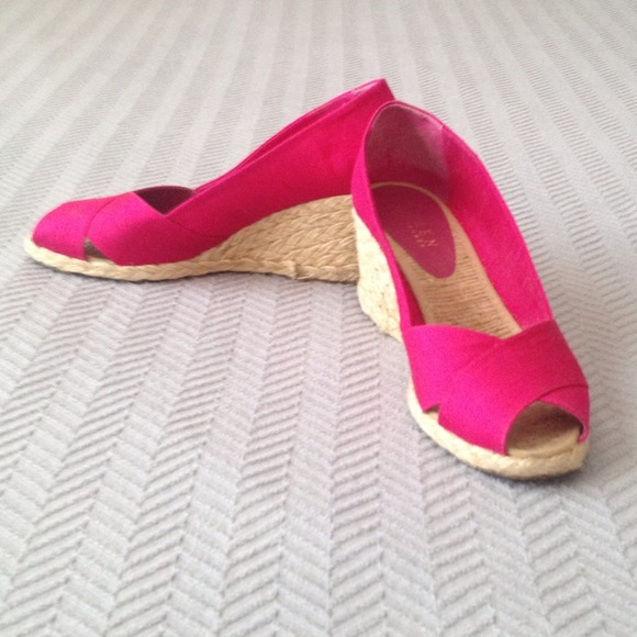 Ralph Lauren Shoes - On SALE! Ralph Lauren Fuschia Wedge