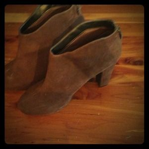 Worthington brown suede heel boots!