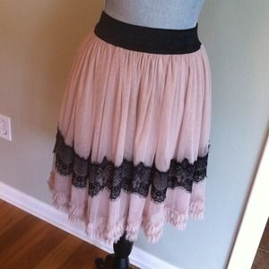 Forever 21 Dresses & Skirts - Tulle and lace trim skirt