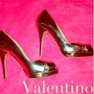 Valentino Shoes - Gold Valentino shoes worn by Jessica Szohr