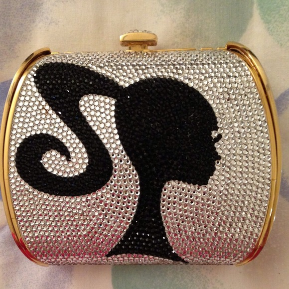 34 Off Judith Leiber Clutches Amp Wallets 🎉host Pick