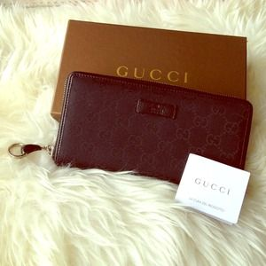 Authentic Gucci GC black zippy wallet