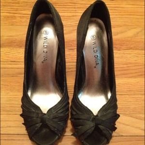 Wild Diva Shoes - Wild Diva black satin pump