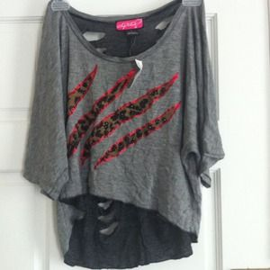 Gray & red leopard print high-low shirt