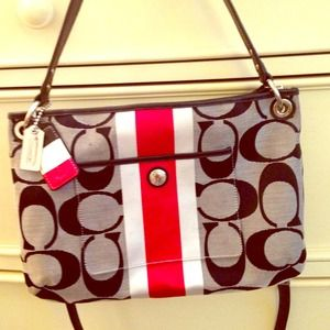 COACH HAMPTON WEEKEND SIGNATURE STRIPE HIPPIE