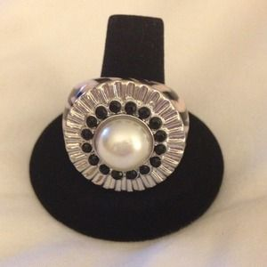 Jessica Simpson Jewelry - New Jessica Simpson Zebra and Pearl Ring