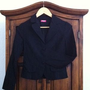 Black essential blazer