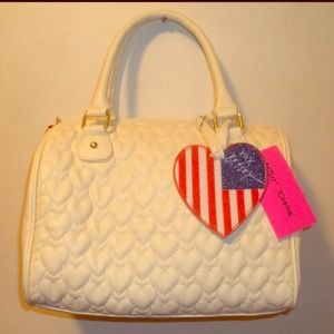 Betsey Johnson nwt white quilted heart purse