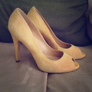 ALDO Yellow Peep Toe Pumps Size 8