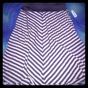 Gray and white v-lined skirt