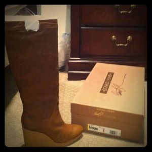 Brand New, Size 9 Donald Pliner Leather Boots