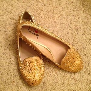 GOLD SPIKE SPARKLE FLATS + sunglasses
