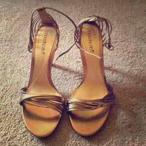 Shoedazzle gold heels