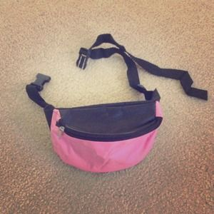 Accessories - 👛Pink sexy Fannypack👛