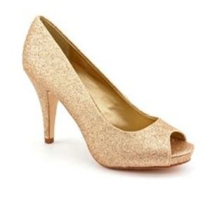 Size 8 , fergie open toed gold pumps! Worn once