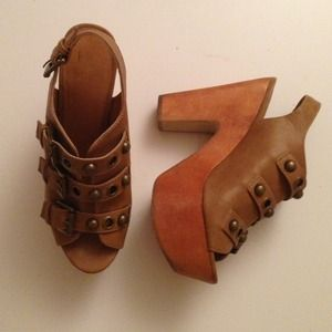 BUCKLED COGNAC CHUNKY WEDGE HEELS