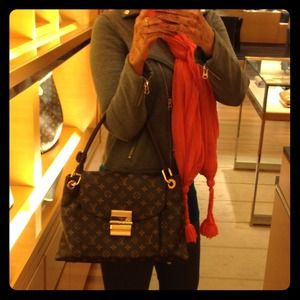 RESERVED! Louis Vuitton Olympe❤