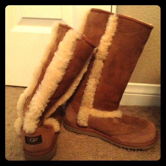 43 Off Ugg Boots Carmel Ugg Boots Cream Fur On Outside