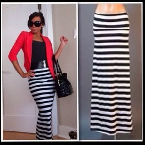 🎉HOST PICK🎉Cute Black & White Striped Maxi Skirt