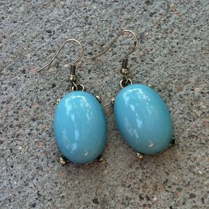 Vintage turquoise earrings comes in a pouch
