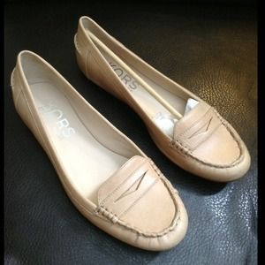 HP 11.17Michael Kors Leather Flat Loafer