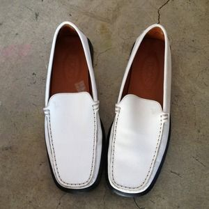 🔴 💯Authentic Tod's white flats Classic Leather