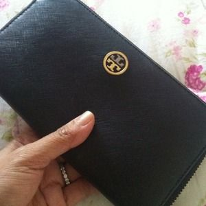 Authentic Tory Burch Wallet!