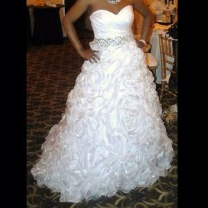 Open to SELL!Wedding Dress!! Maggie Sotero gown!!