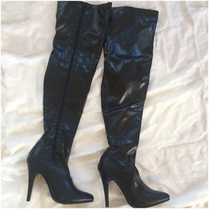 2X Host Pick Thigh-High Ellie Black Boots