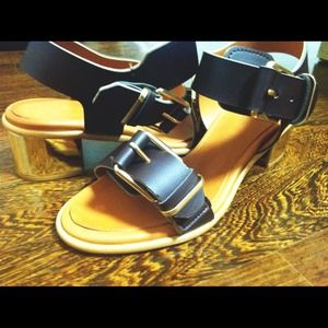 Shoes - HOST PICK!! Chic buckle sandals