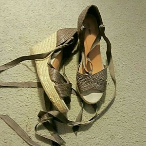 Old navy lace up heels