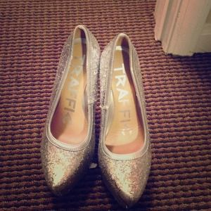 traffic Shoes - Shiny silver pumps