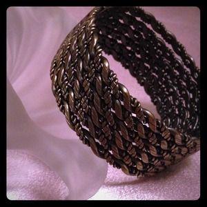 Jewelry - Heavy  Gold Tone  Clasp Bracelet