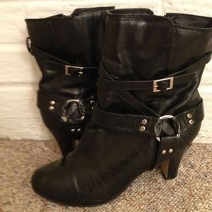 👢Journee Collection buckle ankle boots