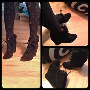 Steve Madden Shoes - 🚫Sold🚫5inch Steve Madden luxe wedge blk booties