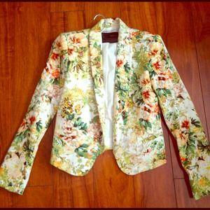 HOST PICK ❤Zara beautiful floral blazer